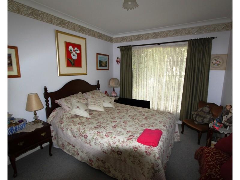 2 Hughes St, Barooga NSW 3644