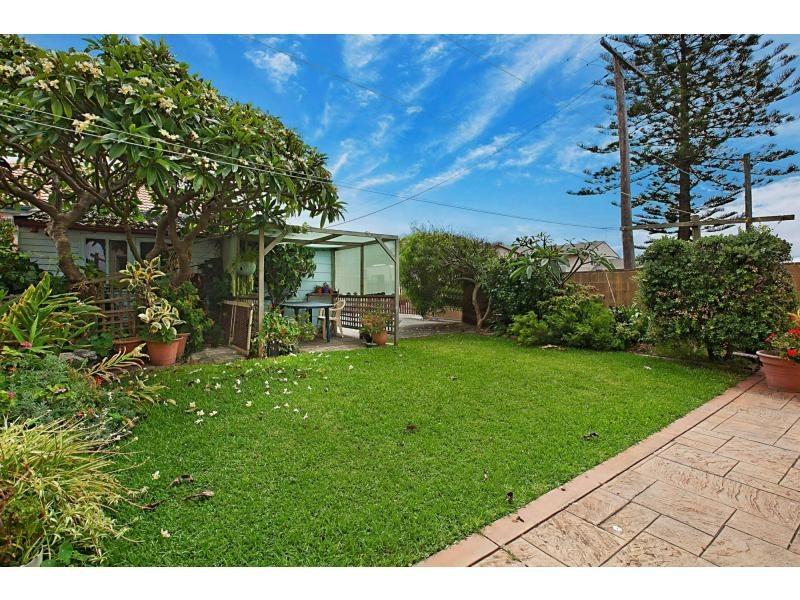 209 Mitchell Street, Stockton NSW 2295