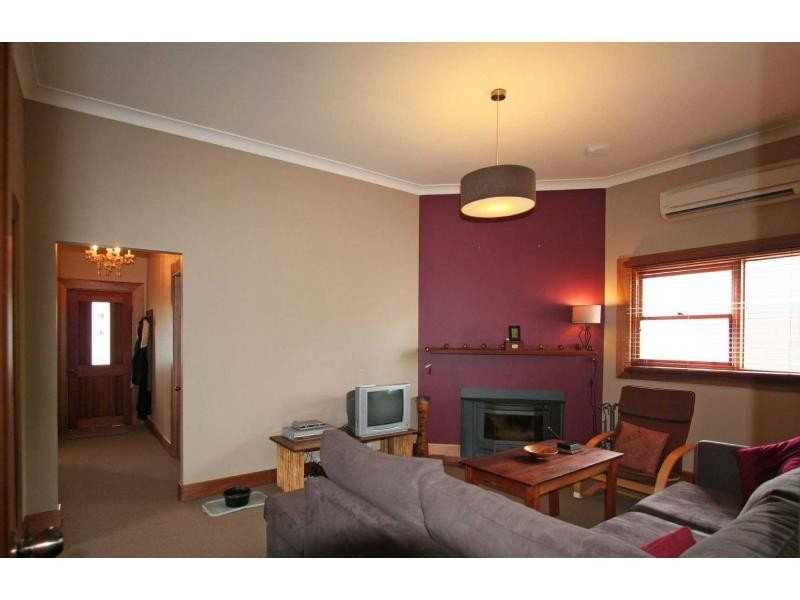 8 Bruce Street, Abernethy NSW 2325