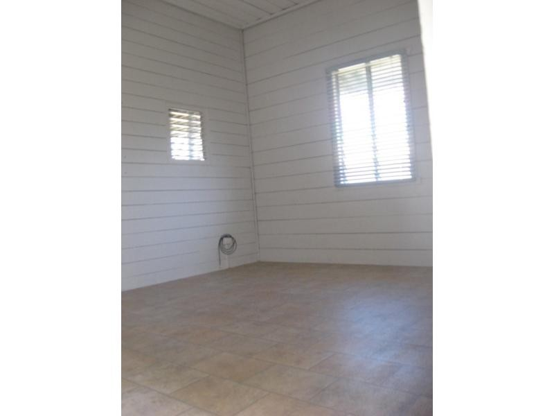 28 Clarendon Street, Hyde Park QLD 4812