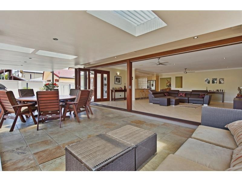 5 Monterey Court, Broadbeach Waters QLD 4218