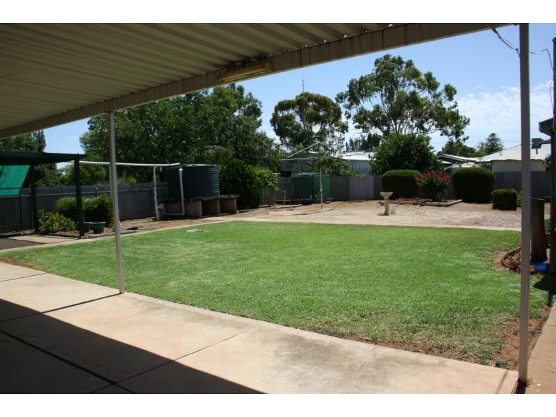 9 Flinders Street, Crystal Brook SA 5523