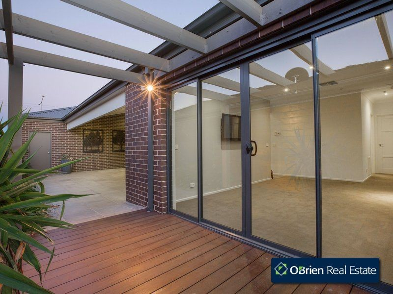 18 Red Maple Drive, Cranbourne West VIC 3977