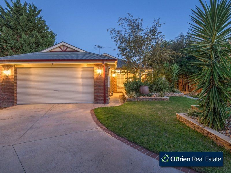 18 Dunmera Crescent, Narre Warren South VIC 3805