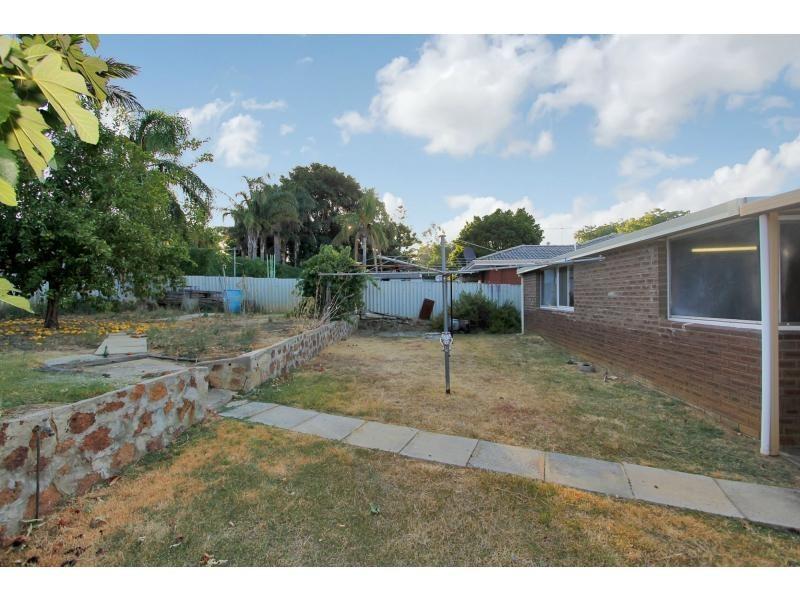 68 GLADSTONE Avenue, Swan View WA 6056
