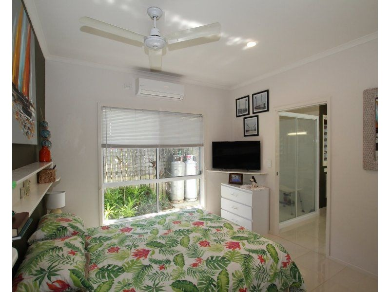 1/1 Seaview Court, Wongaling Beach QLD 4852