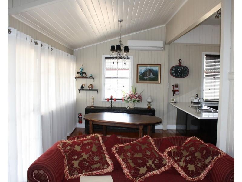 98 Goomburra St, Hendon QLD 4362