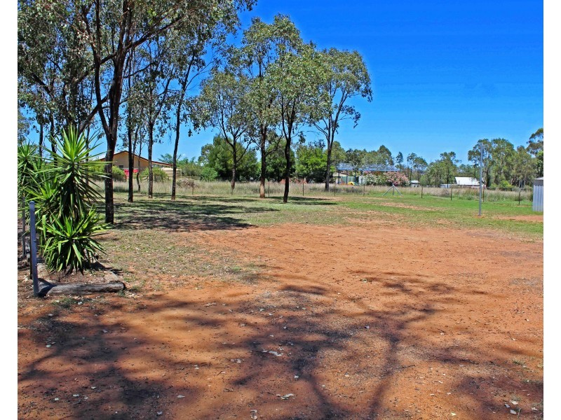 26 Allora St, Hendon QLD 4362
