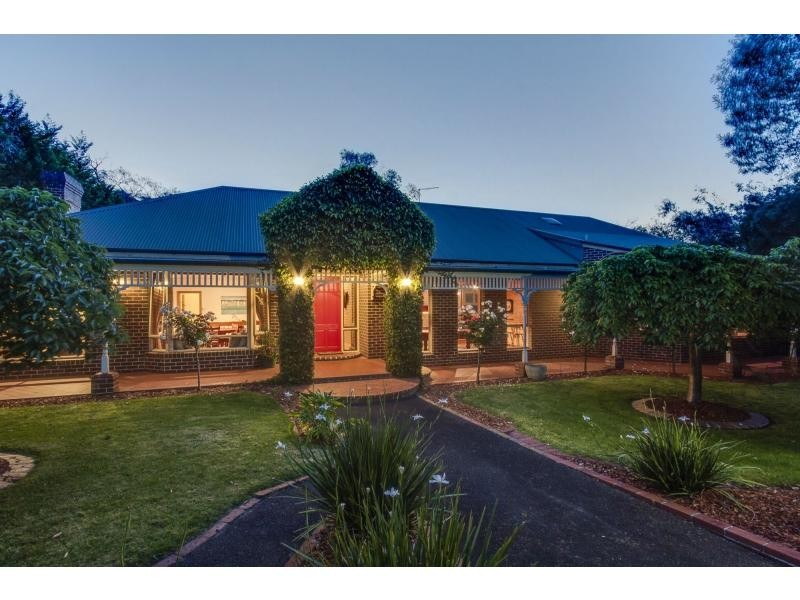 2A McCutcheon Close, Mount Eliza VIC 3930