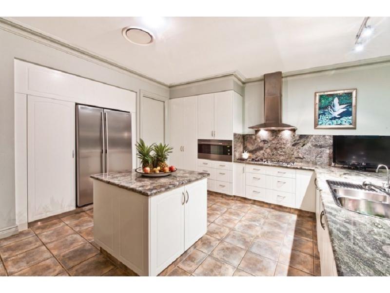 9 Ipsley Drive, Broadbeach Waters QLD 4218