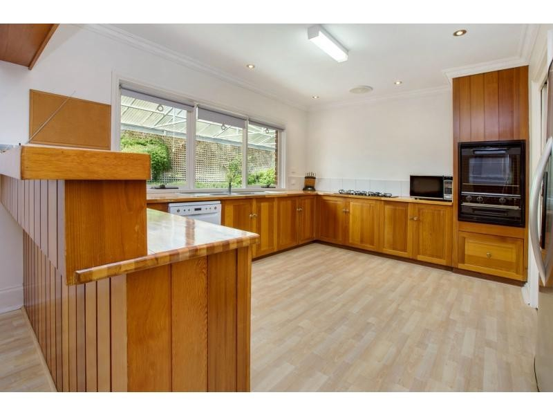 8 Walkers Road, Mount Eliza VIC 3930