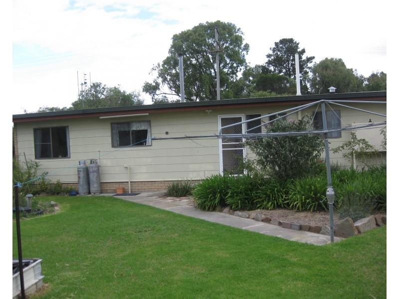 8 Roessler Ave, Applethorpe QLD 4378