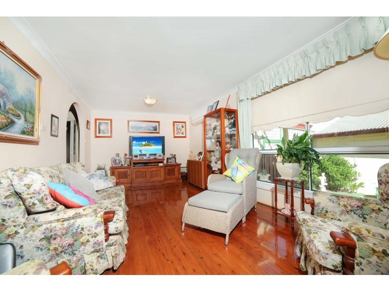 9 Blanche Street, Minto NSW 2566