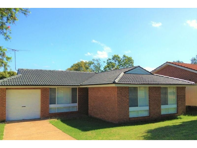 5 Greengate Road, St Helens Park NSW 2560