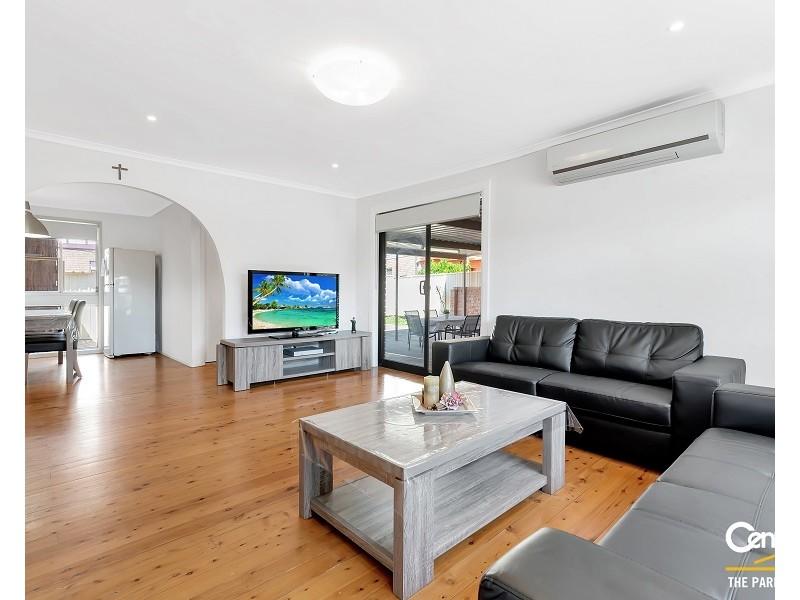 1 Kemmel Close, Bossley Park NSW 2176