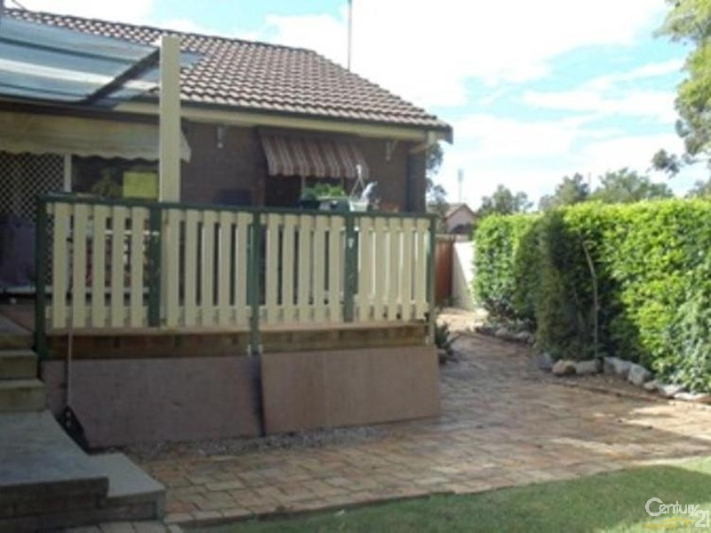 11 Merrin Close, St Helens Park NSW 2560