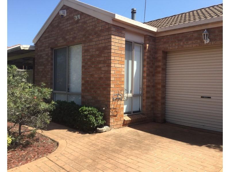 38 Larapinta Crescent, St Helens Park NSW 2560