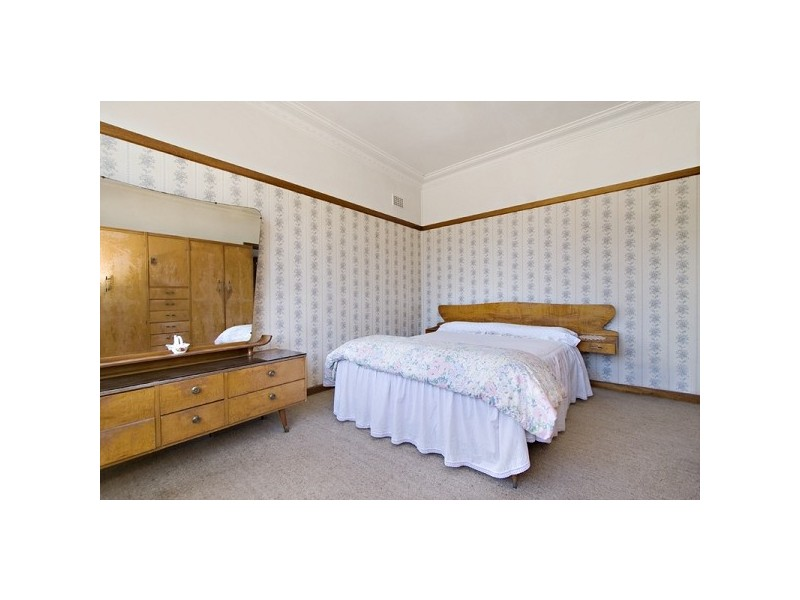 1 Dampier Street, Chifley NSW 2036