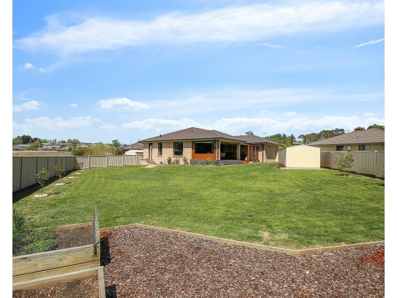 6 BURROWS COURT, Orange NSW 2800