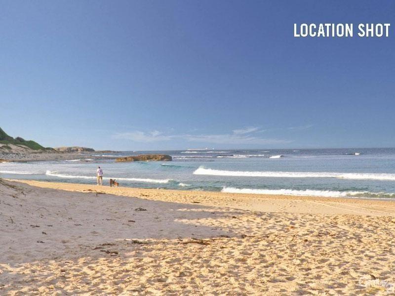 4 Village Grove, Caves Beach NSW 2281