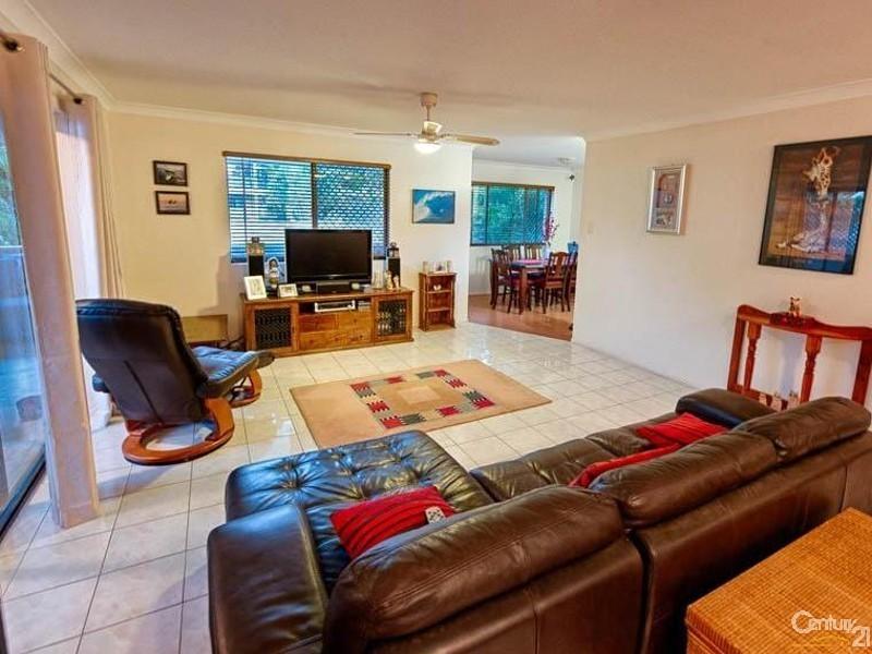 17 Oloway Crescent, Alexandra Headland QLD 4572