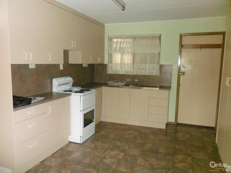 2/65 Littlefield Street, Blackwater QLD 4717