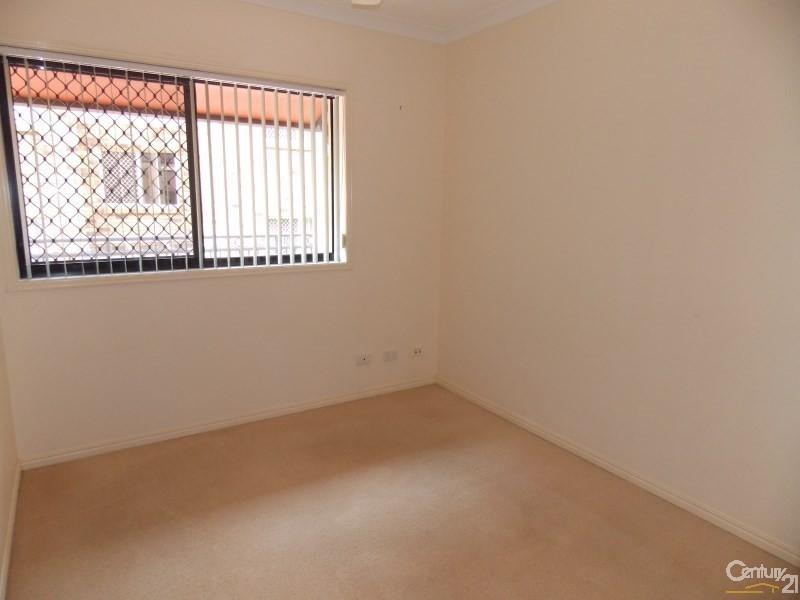 2/32 Dutton Street, Coolangatta QLD 4225