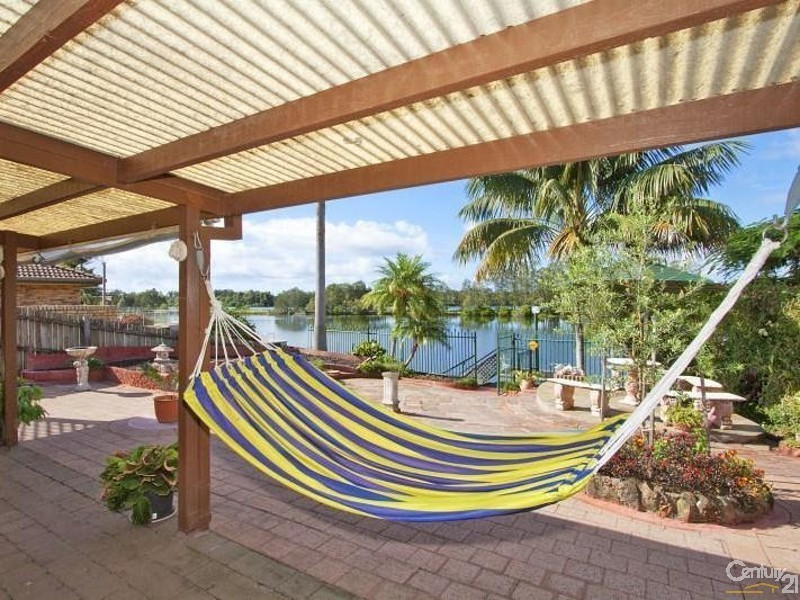 2 Commodore Court, Banora Point NSW 2486