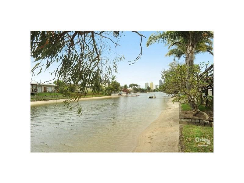 1/42 Rudd Street, Broadbeach Waters QLD 4218
