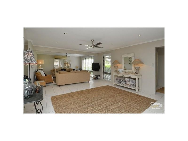 112 Waitomo Street, Broadbeach Waters QLD 4218