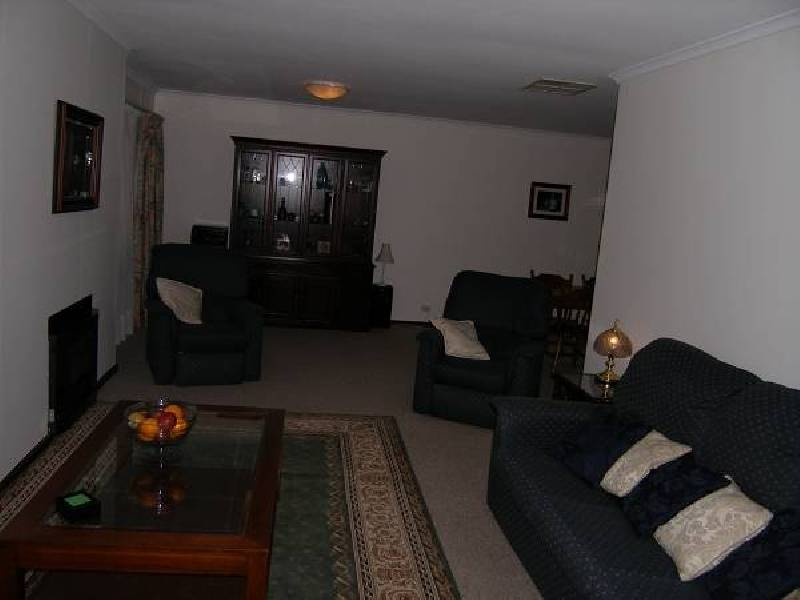 8 Iona Road, Aberfoyle Park SA 5159
