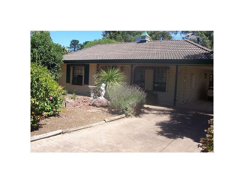 18 Pine Drive, Aberfoyle Park SA 5159