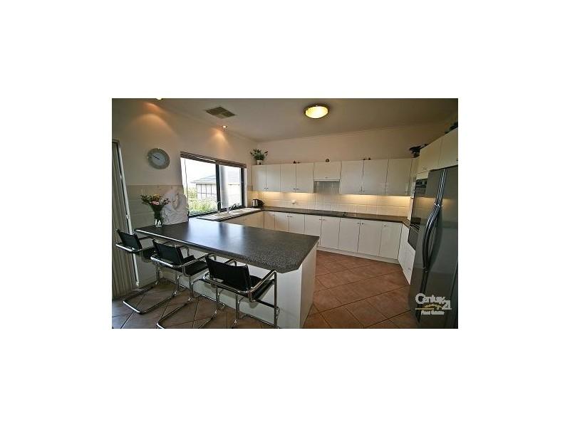 16 Highfield Drive, Aberfoyle Park SA 5159