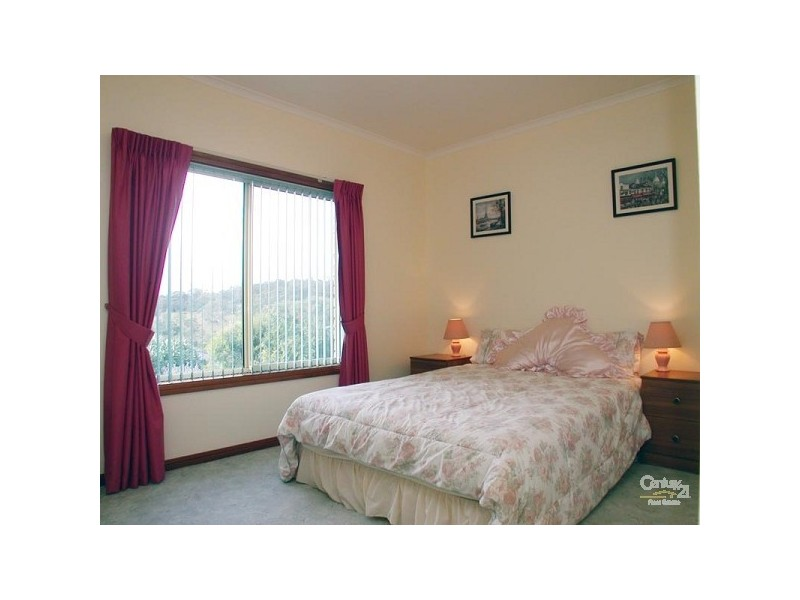 17 Gleneagles Road, Aberfoyle Park SA 5159