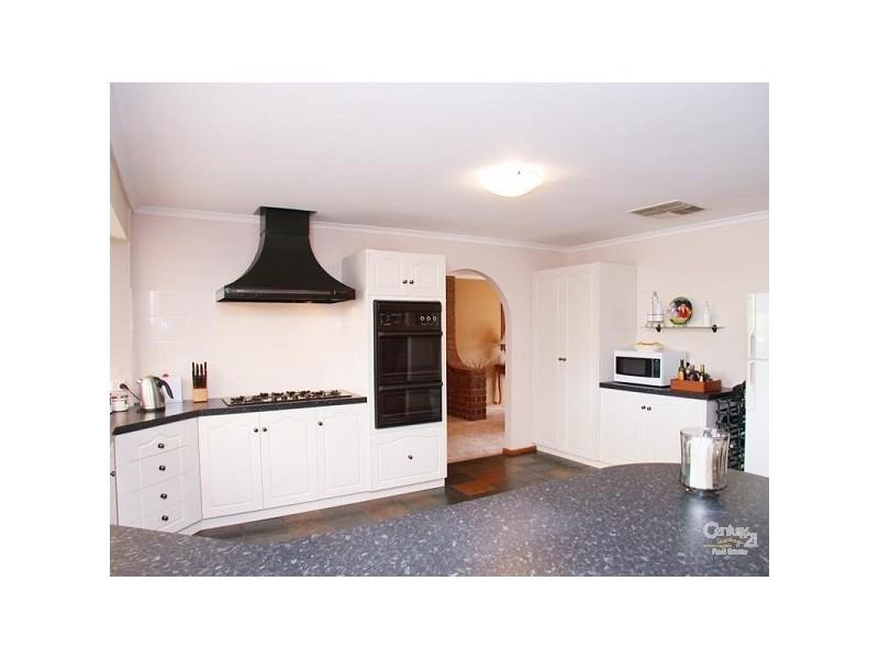 2 Simon Court, Aberfoyle Park SA 5159