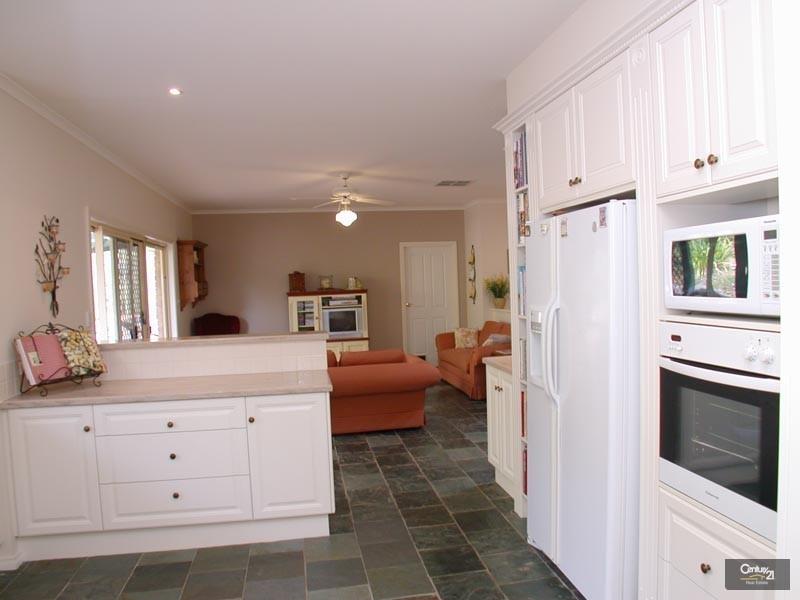 19 Woodland Grove, Aberfoyle Park SA 5159