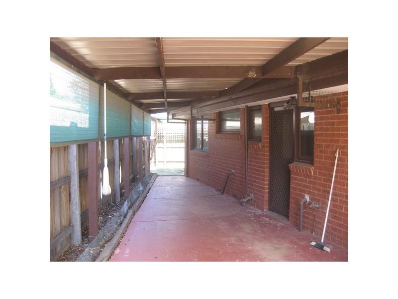 4 McGowan Court, Altona Meadows VIC 3028