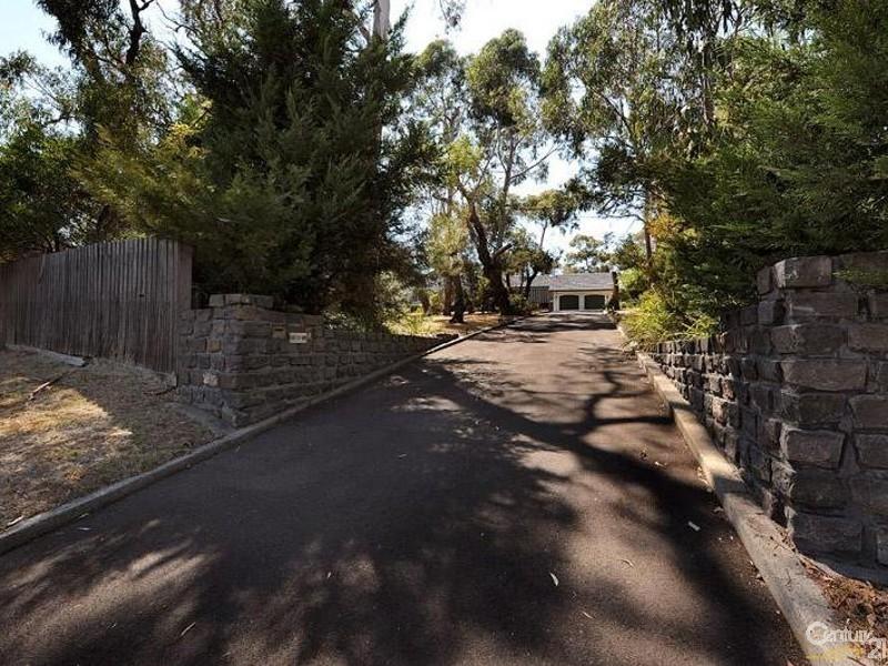 151 Baden Powell Drive, Mount Eliza VIC 3930