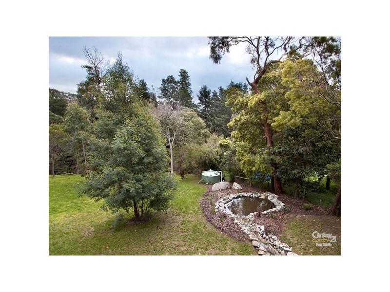 17 Millbank Drive, Mount Eliza VIC 3930
