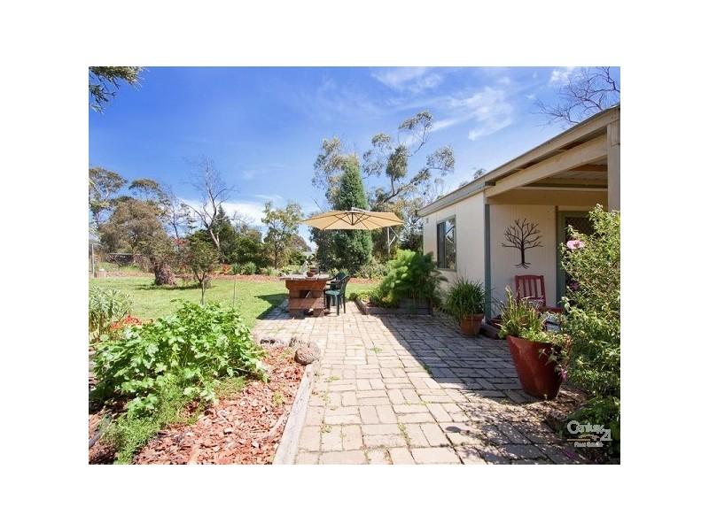 24 Erang Drive, Mount Eliza VIC 3930