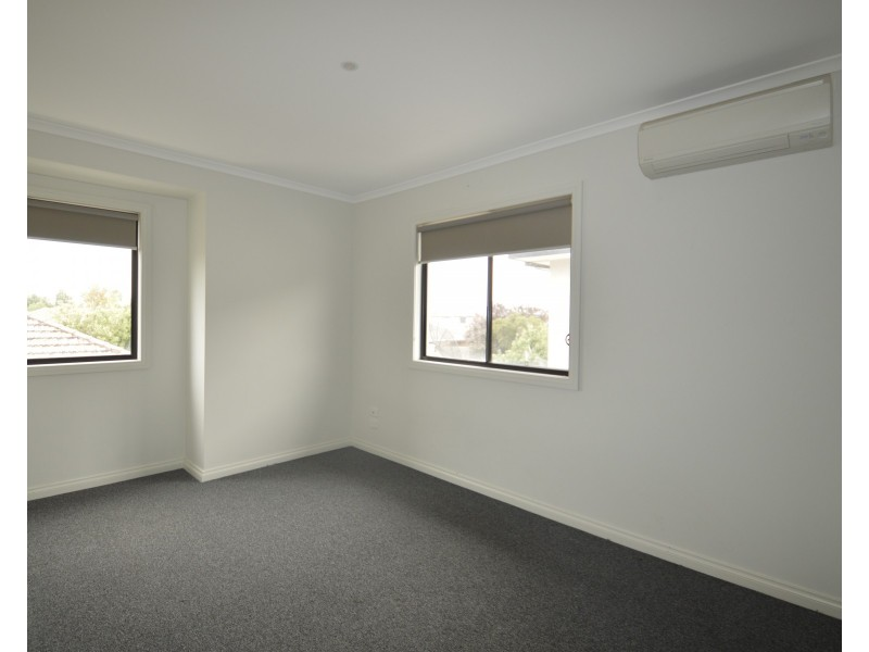 2/4 Canberra Avenue, Dandenong VIC 3175