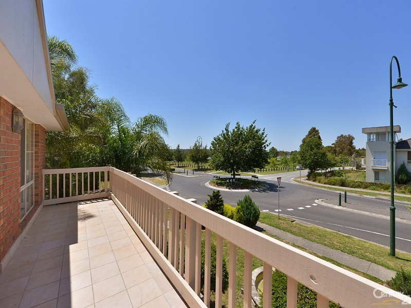 37 Berwick Springs Promenade, Narre Warren South VIC 3805