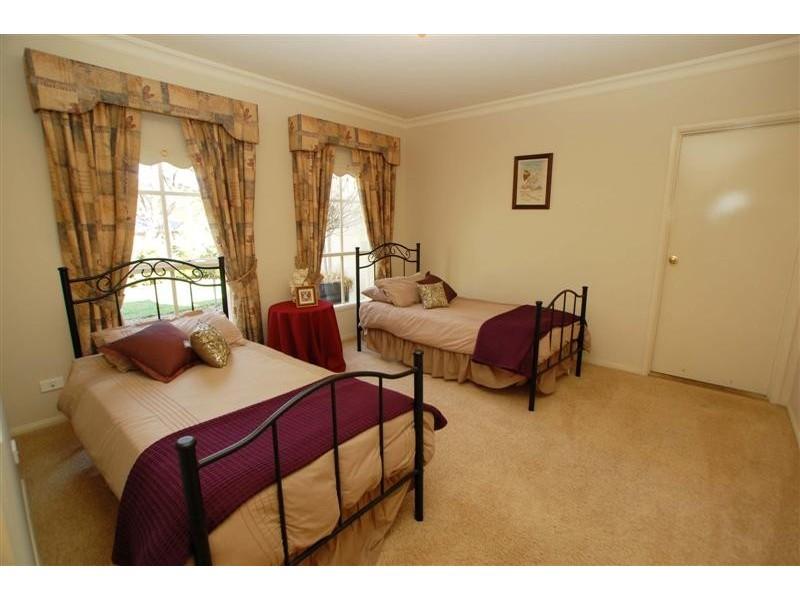 15 Nicholas Walk, Aberfoyle Park SA 5159