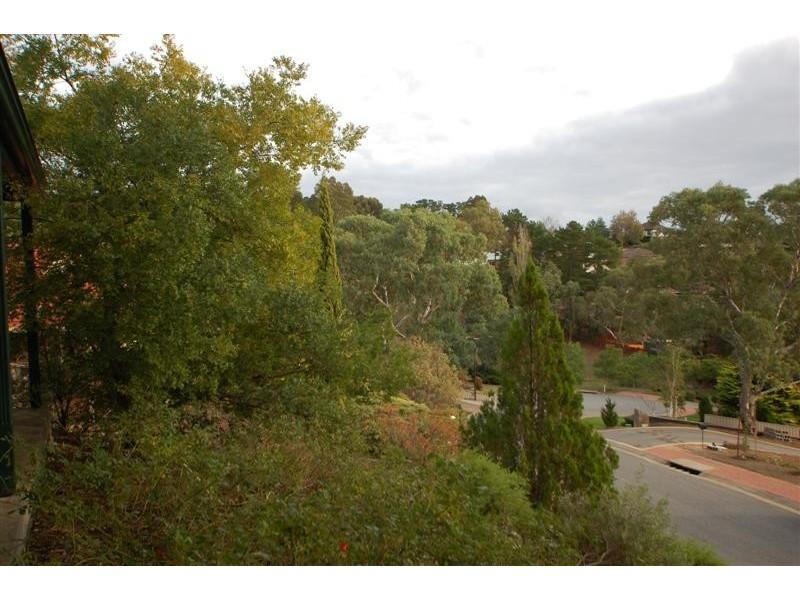 27 Highfield Drive, Aberfoyle Park SA 5159