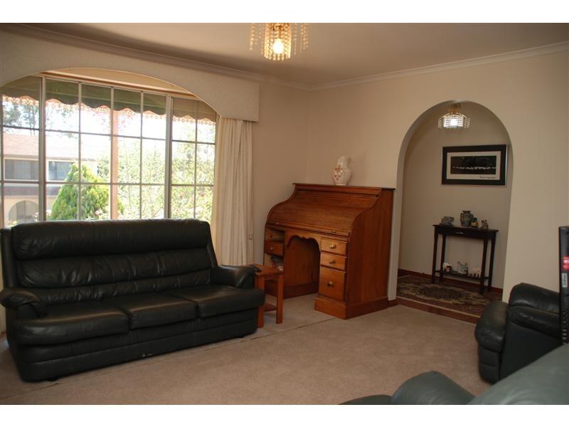 13 Maralyn crt, Aberfoyle Park SA 5159