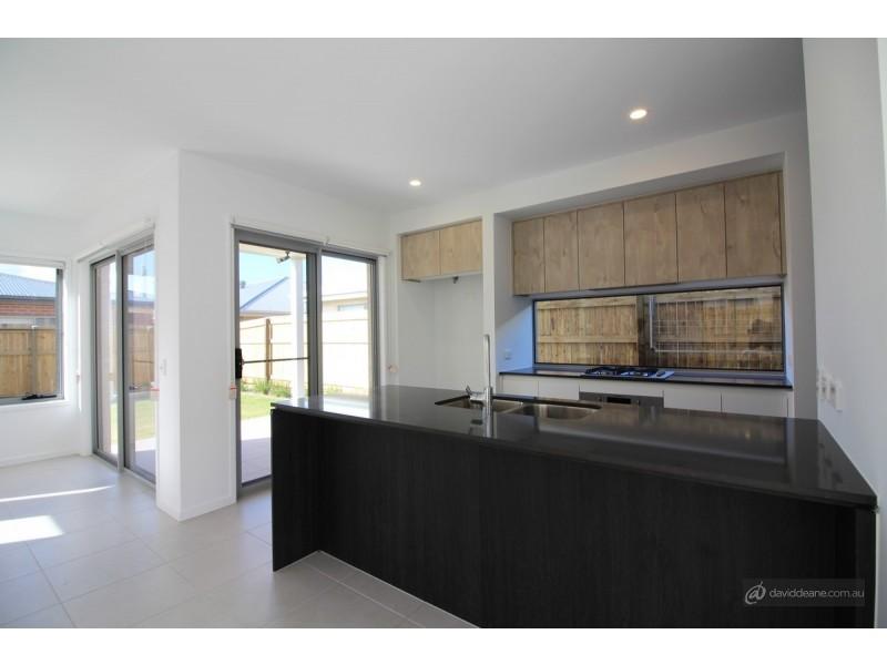 5 Monroe Crescent, Strathpine QLD 4500