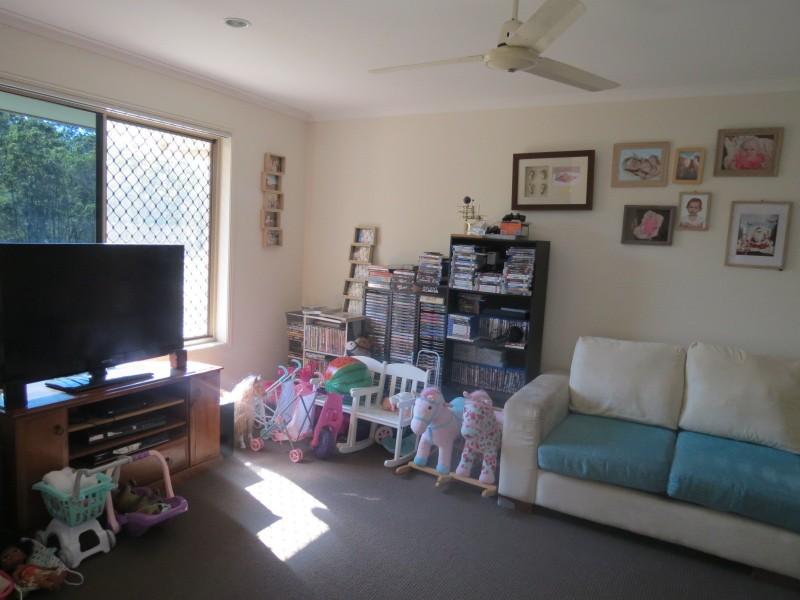 60 Emerald Park Way, Urangan QLD 4655