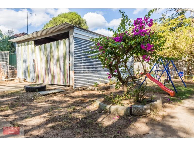 2 Jarril Place, Koongamia WA 6056