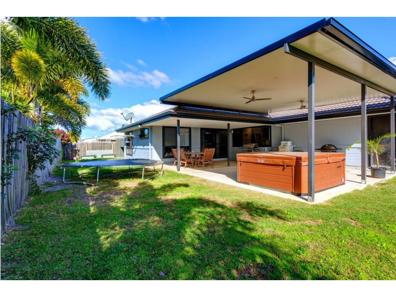 37 Acacia Crescent, Tin Can Bay QLD 4580