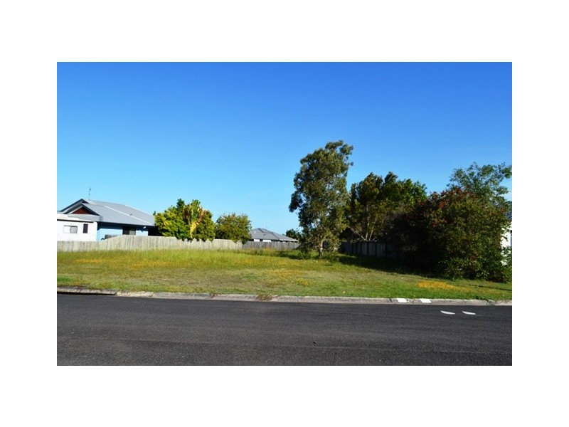 4 Banksia Ave, Tin Can Bay QLD 4580